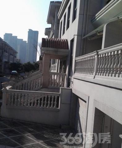 九龙湖别墅4室2厅3卫186平方产权房精装