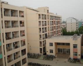 中澳学院宿舍2室1厅1卫70平米精装整租