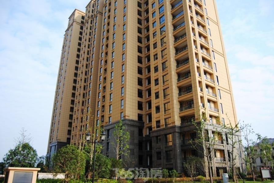 柏庄香府3室2厅2卫138平方产权房豪华装