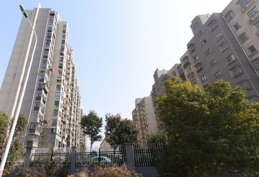 东麒佳苑3室1厅1卫99平方产权房毛坯
