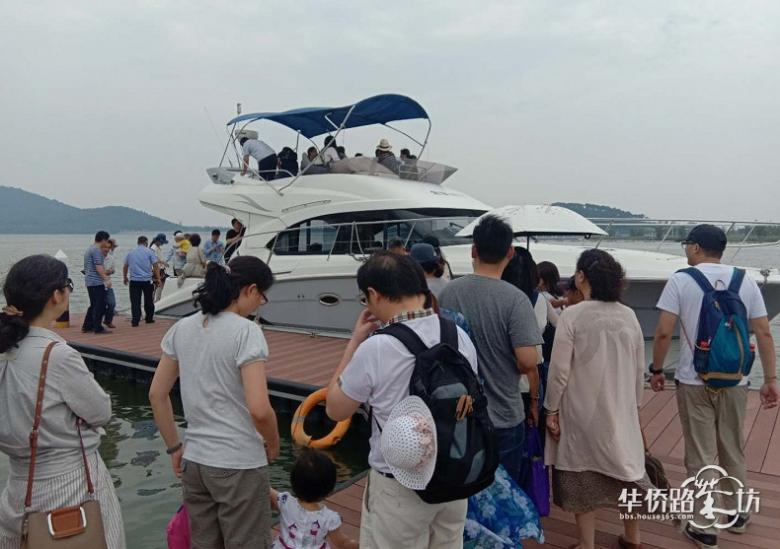 3小时卖出近千万 南京买房人把这家售楼处挤爆了