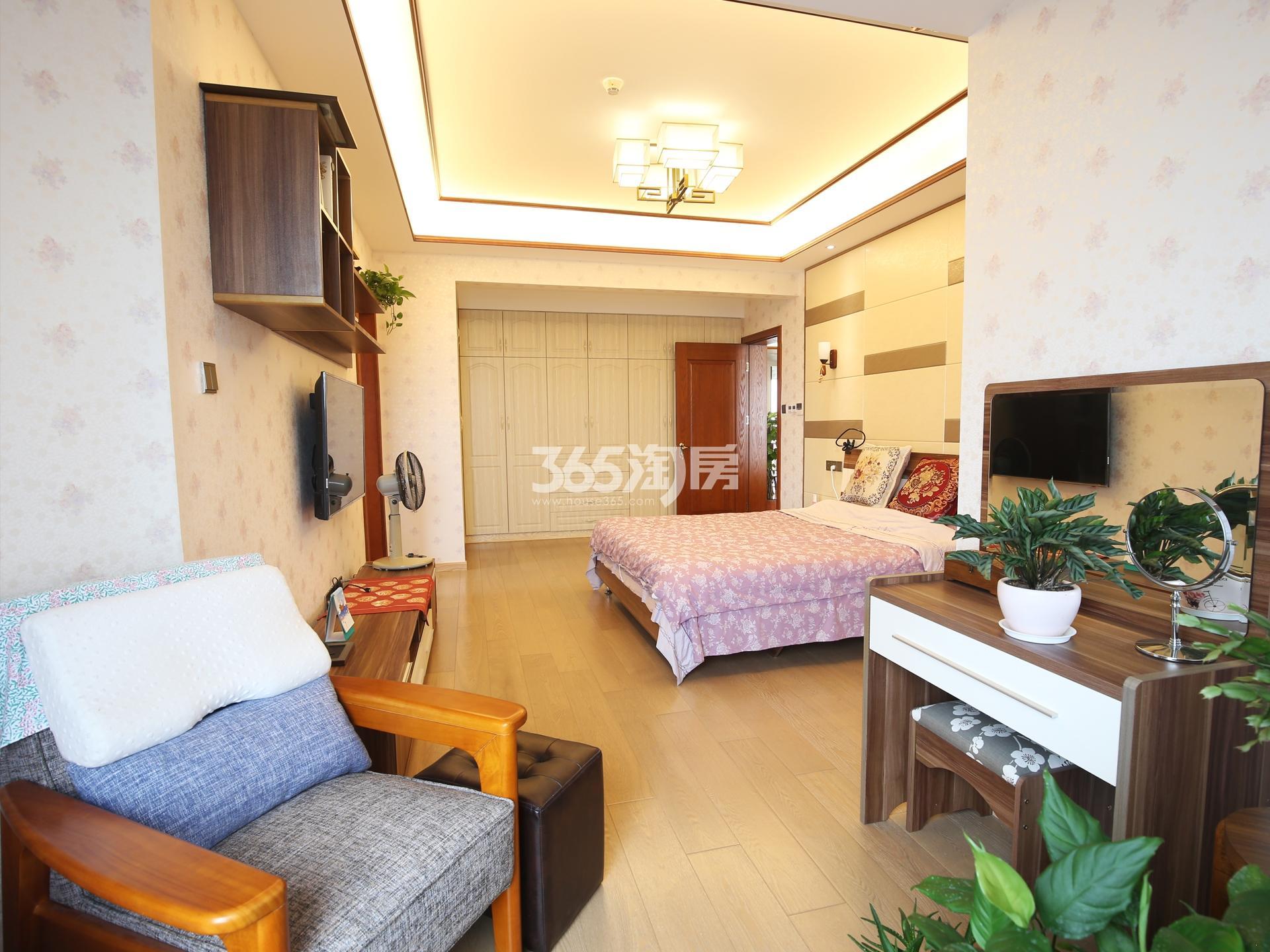 奥体苏宁滨江壹号4室2厅2卫238平豪华装修一线江景房