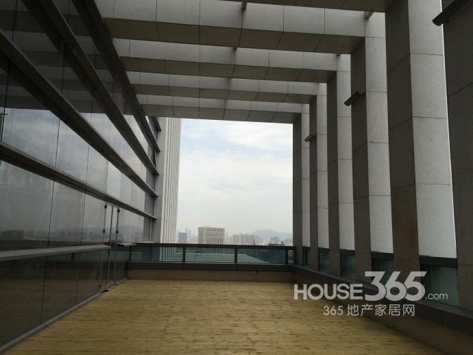 河西甲级办公地标北纬国际中心最小分割面积300�O现房招租