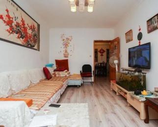 暖心小家 精装三房 交通便利中等楼层 拎包入住 设施齐全