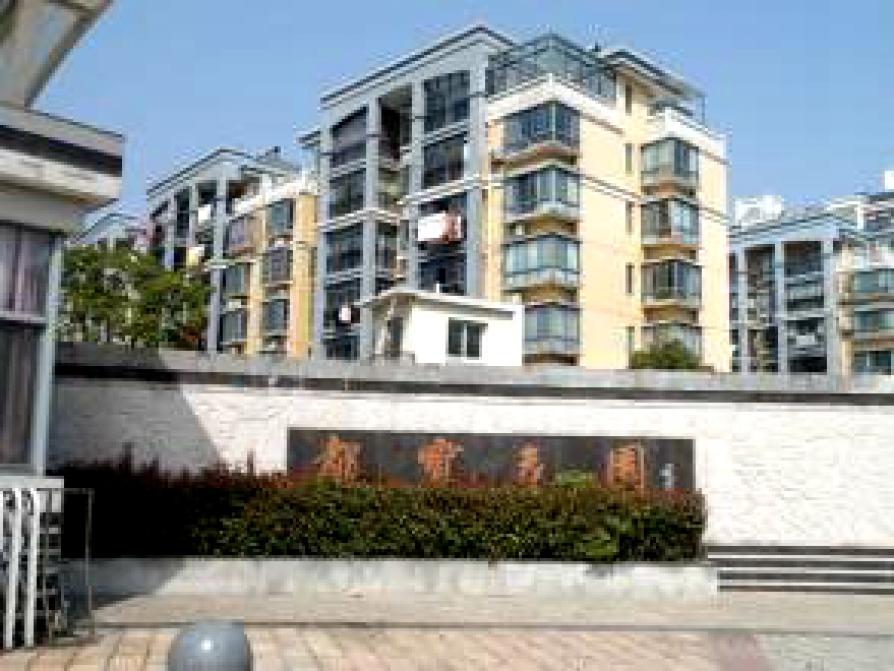 都宝花园3室2厅1卫121平方产权房精装