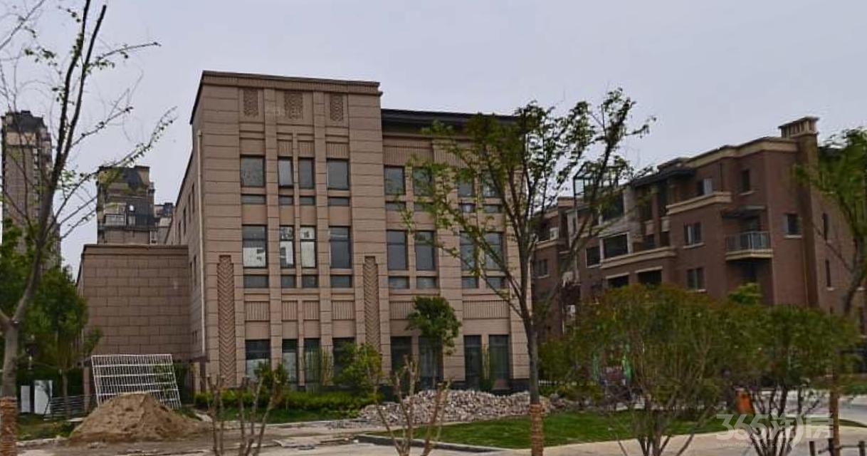 荣盛云龙观邸3室2厅1卫112平方产权房精装