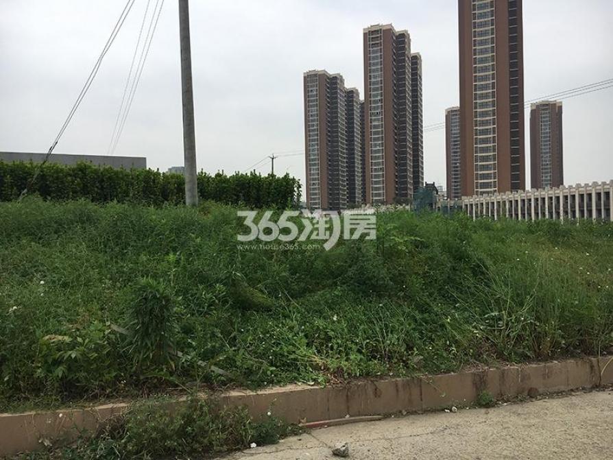 荣盛花语城2室2厅1卫84平米毛坯产权房2018年建