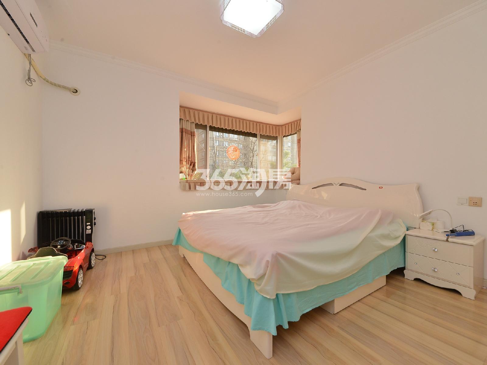 天泽苑5期3室2厅1卫122平米2014年产权房豪华装