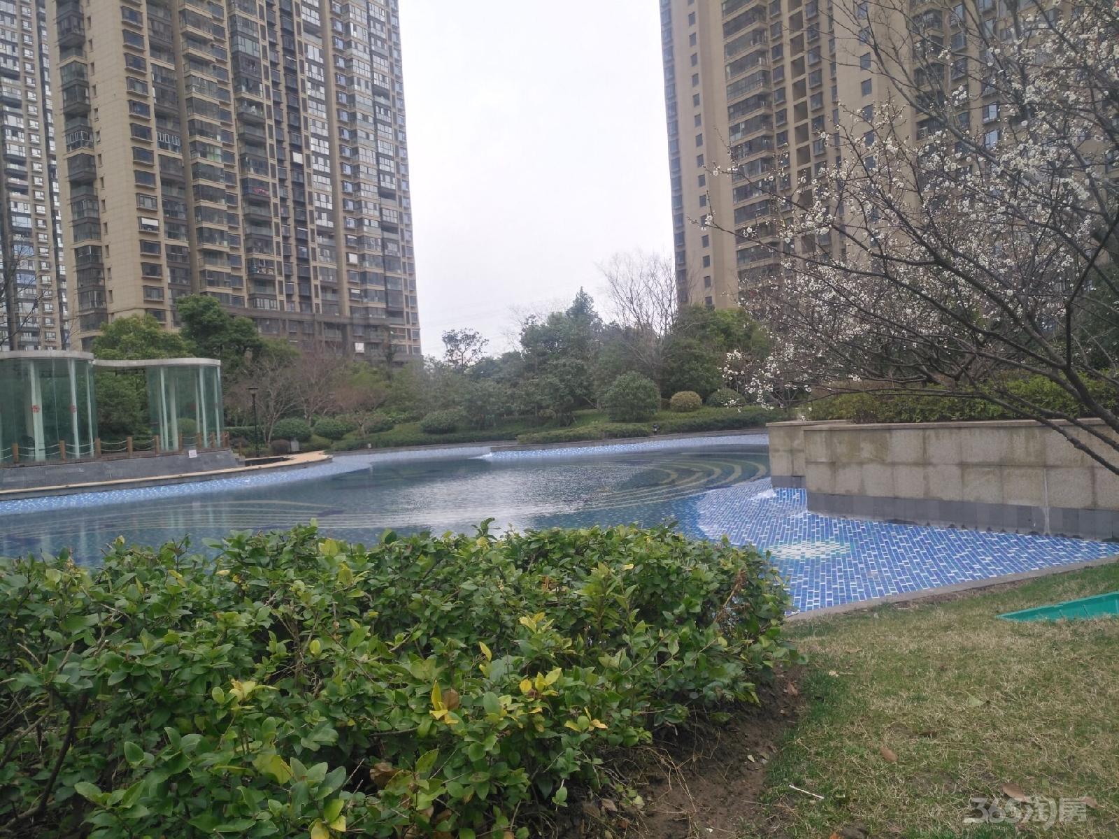 世茂滨江新城二期4室2厅2卫160平方产权房简装