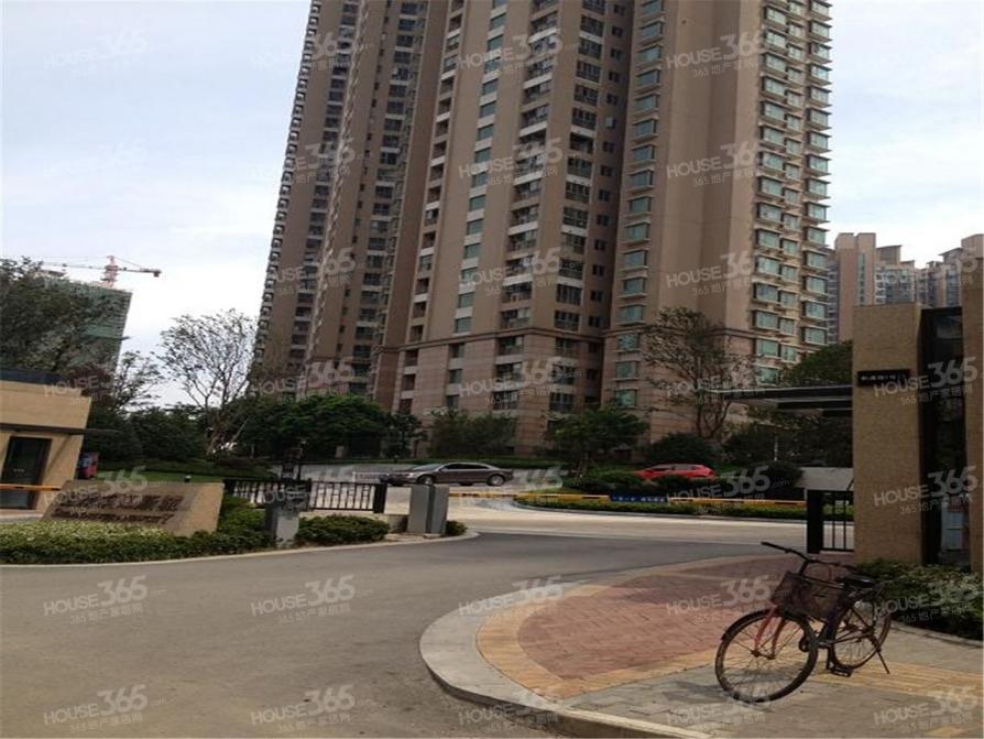 世茂滨江新城2室2厅1卫122平米精装产权房2008年建