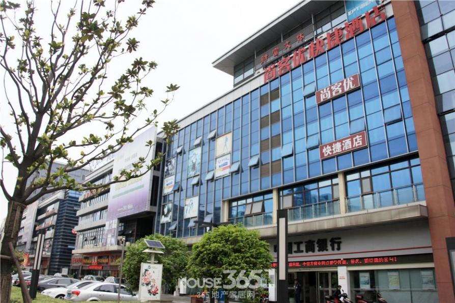 中央城财富街900平米豪华装2010年建