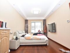 马群东银亿东城 精装三室 装修花了三十几万 户型方正 南北通透