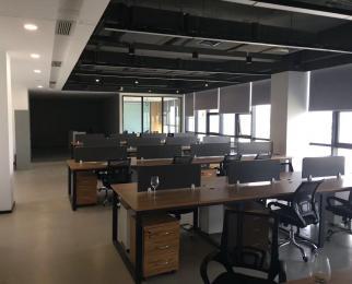 小龙湾总部基地 200平精装写字楼 有办公家具 可 看房方便