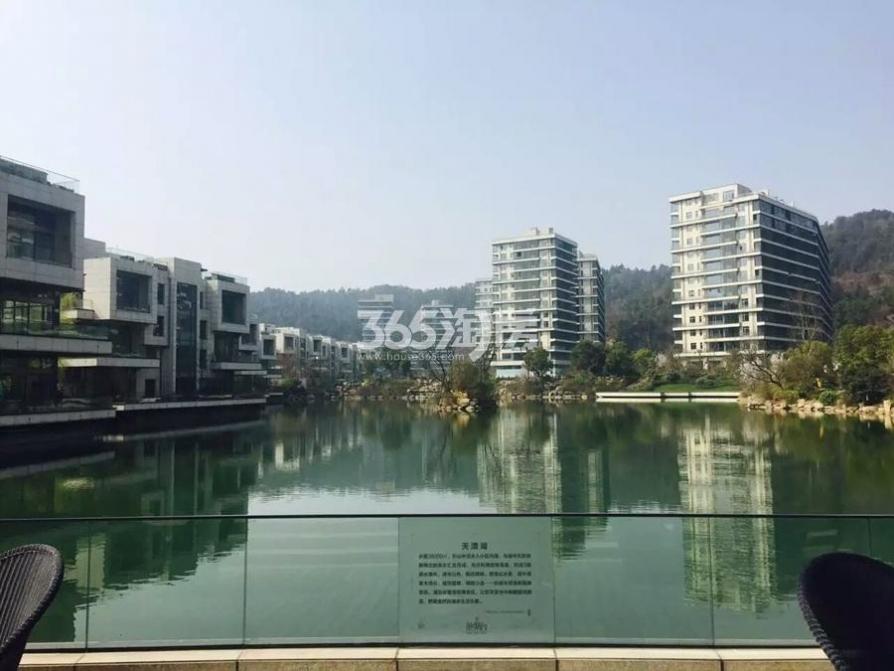 江宁区将军大道翠屏滟紫台106.00�O豪华装2室2厅