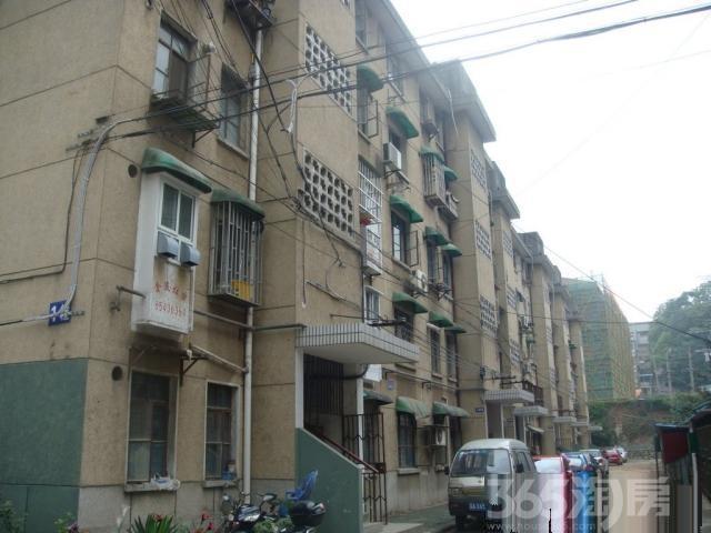 察哈尔路71号1室1厅1卫44平方产权房精装