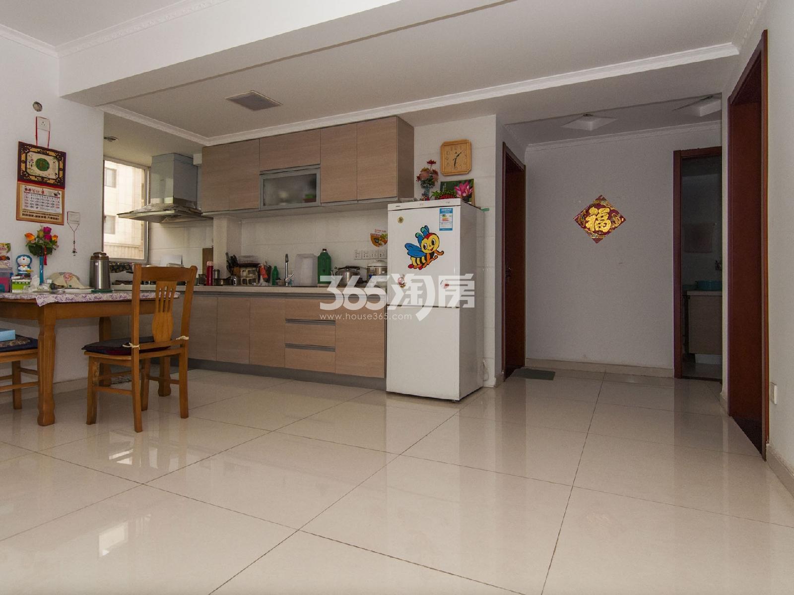 云谷山庄3室1厅1卫82.44平米精装产权房2012年建