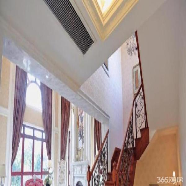 南京地铁口首付30万可买金牛湖旁别墅 送花园地下室露台