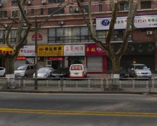新街口商圈张府园地铁旁旺铺,门宽8米沿街正规商铺