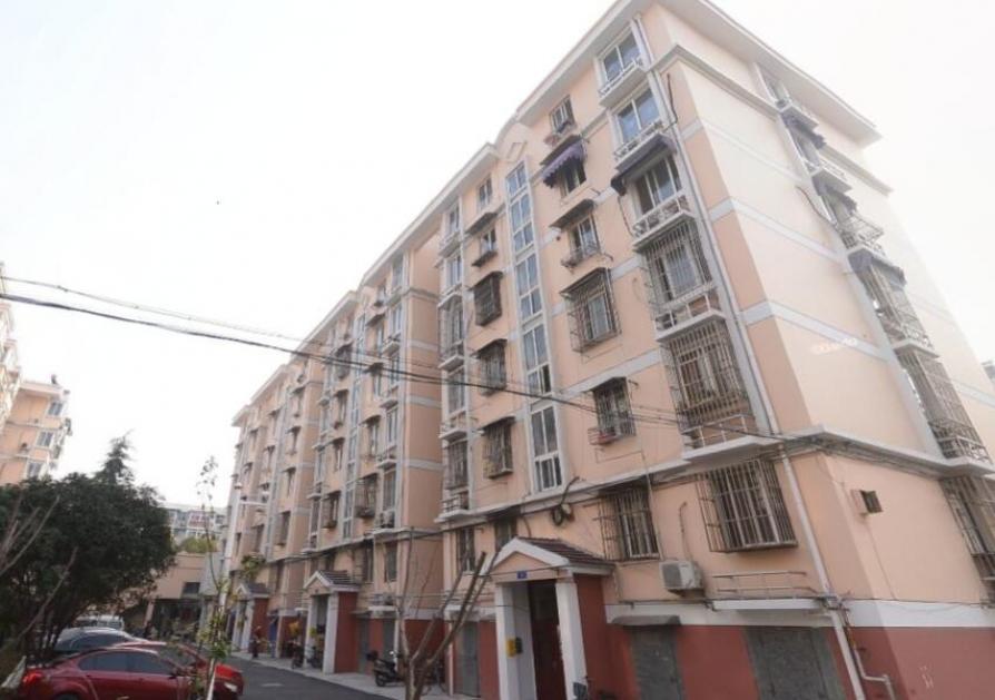 南江新寓3室2厅1卫120平方产权房精装