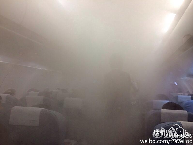"""深圳大雨:飞机机舱内变""""桑拿房"""""""