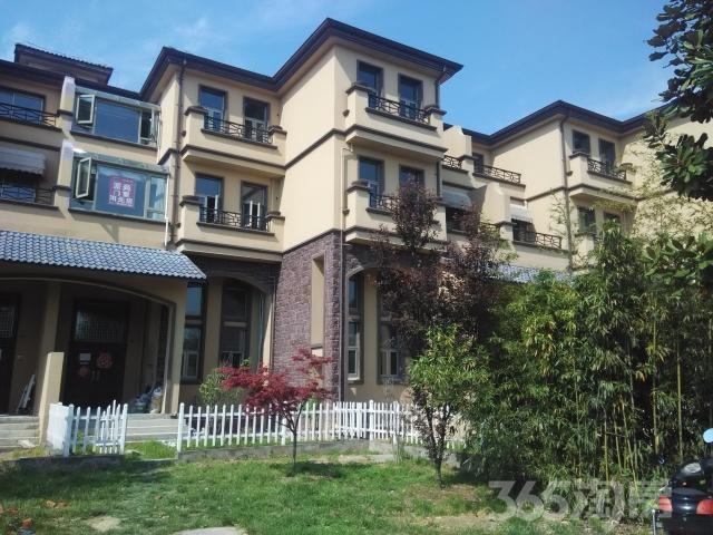 绿野枫景花园4室2厅4卫191平米整租简装