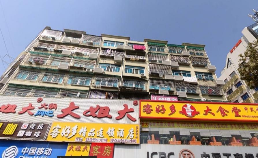 和燕路275号3室2厅1卫120平方产权房精装