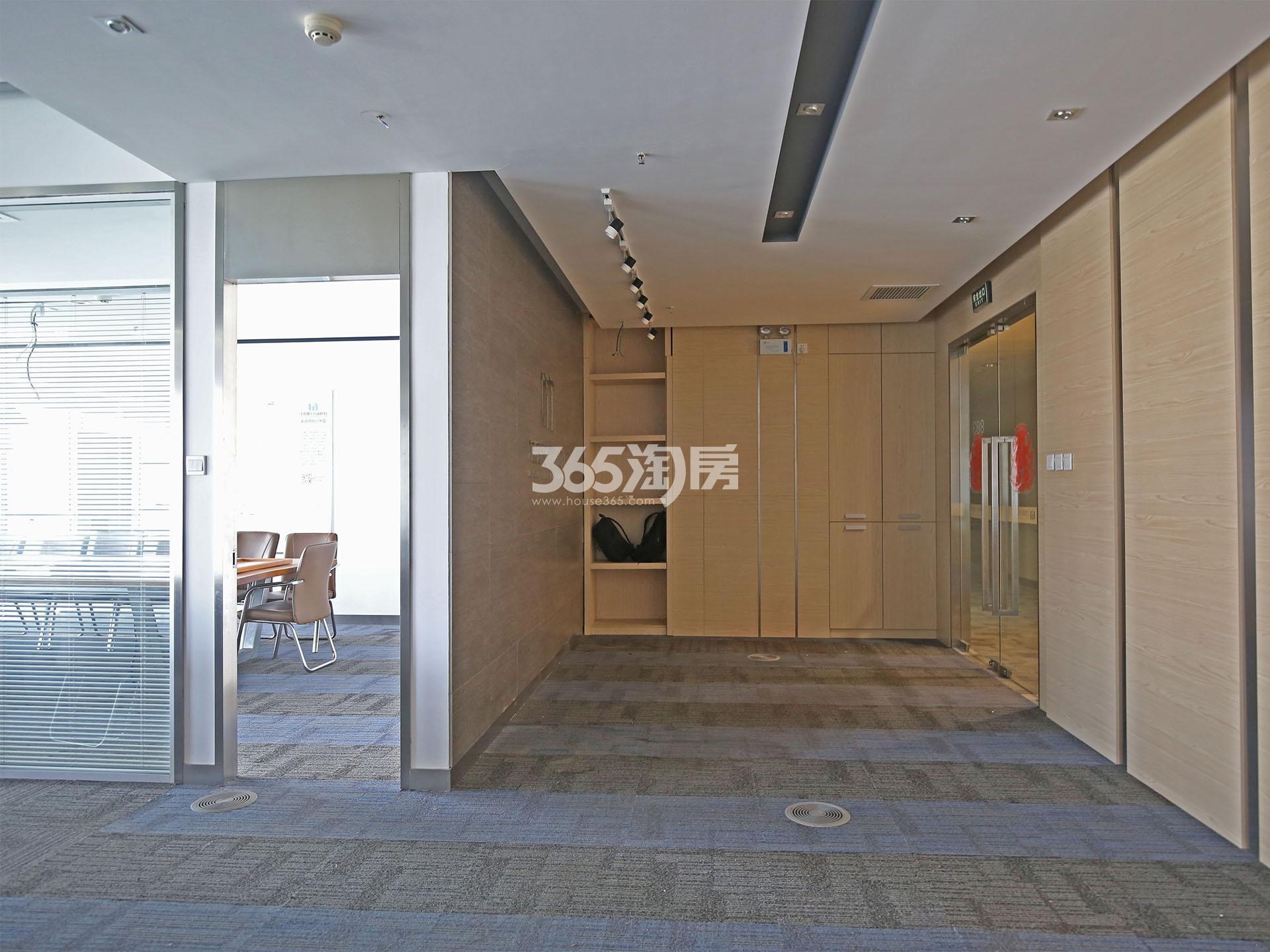 奥体商圈元通地铁口新地中心二期322�O正对电梯办公好房