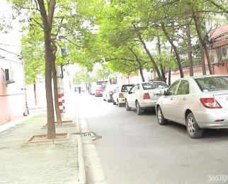 新街口 张府园地铁口 交通便利环境安静 一中陪读 精装修两房
