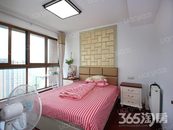 高楼层视野宽阔房子使用面积大精装修小区环境优美